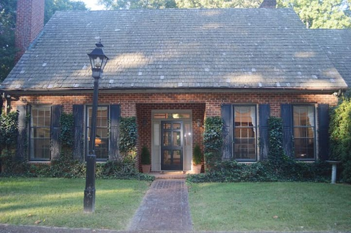 Elegant 4000sf home 6 ml from town - Charlottesville - House