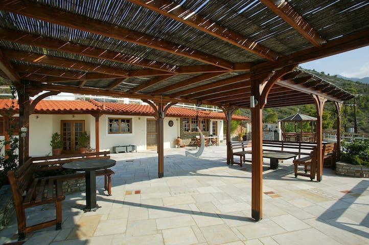 Roof-top lux home. 500sq.m terrace - Loutraki - Casa
