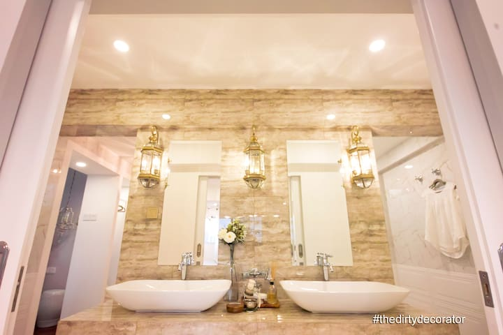 Airbnb Singapore Trendy CBD Enclave