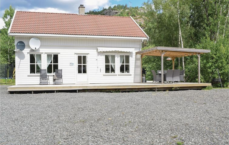 Holiday cottage with 4 bedrooms on 100m² in Lyngdal