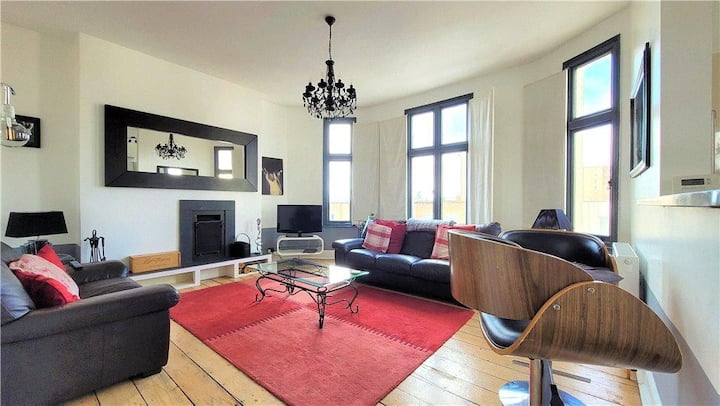 Stunning 2 Bedroom top floor apartment, Leamington