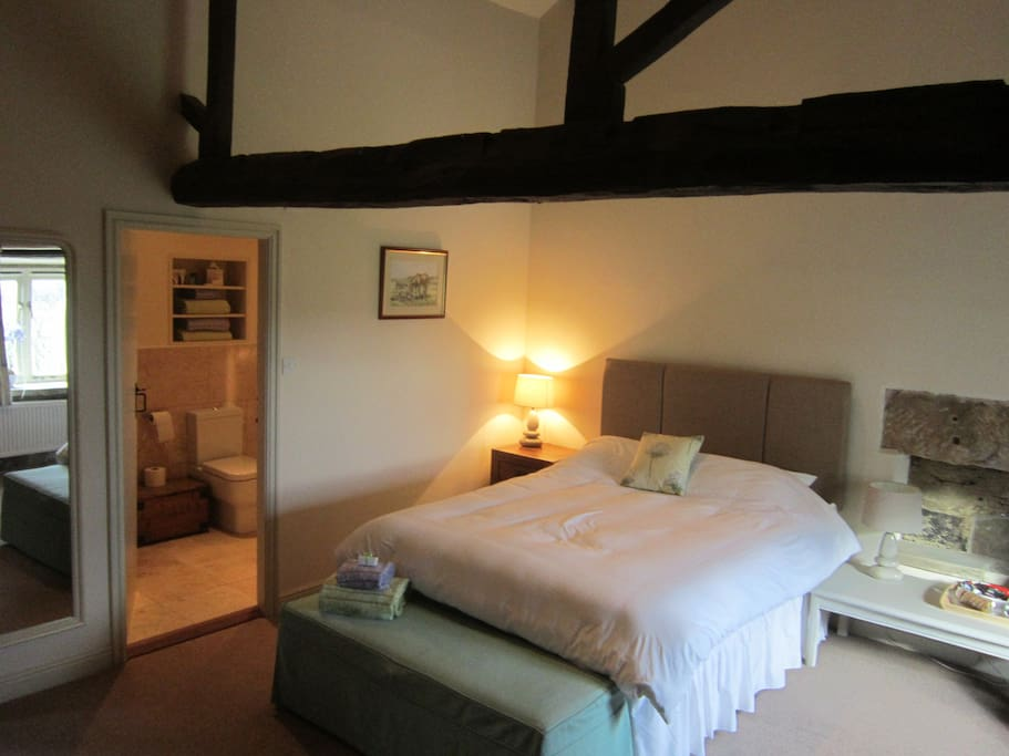 Comfortable & spacious en-suite double room with view of the dales