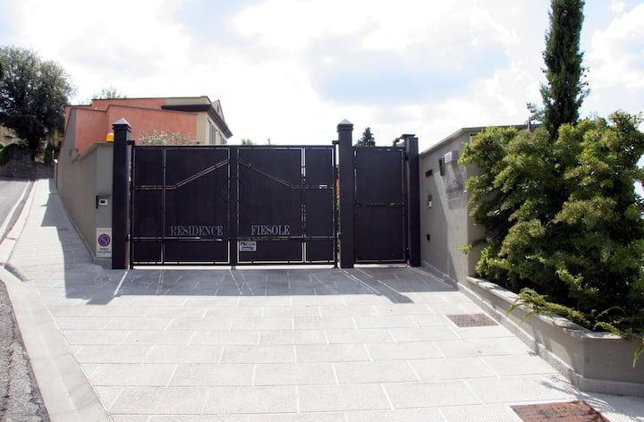 Cozy studio with parking in Fiesole
