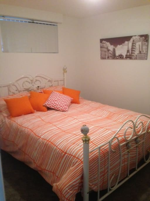 Queen size bed and ensuite