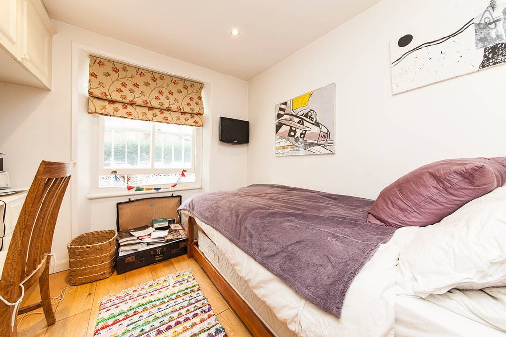 Sweet Bedroom with another single bed underneath. Overlooking a private garden so very quiet!