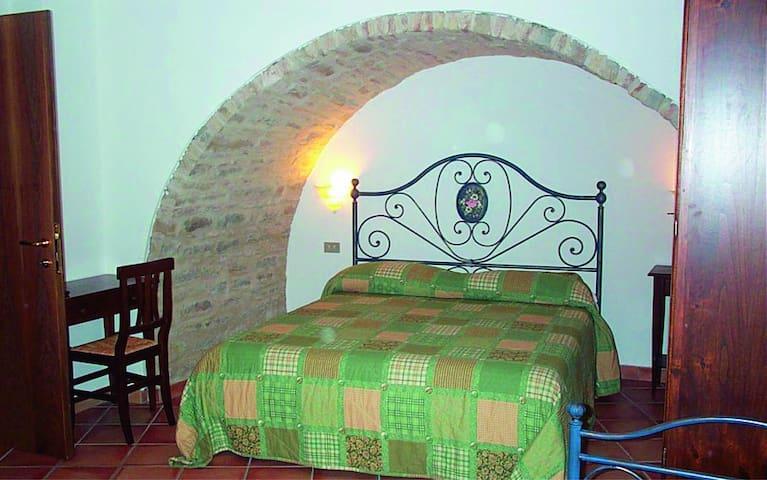 Vacanza tra storia e natura - Serra San Quirico
