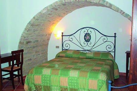 Vacanza tra storia e natura - Serra San Quirico - Szoba reggelivel