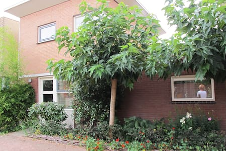 A colourful B&B in Doetinchem - Doetinchem - Szoba reggelivel