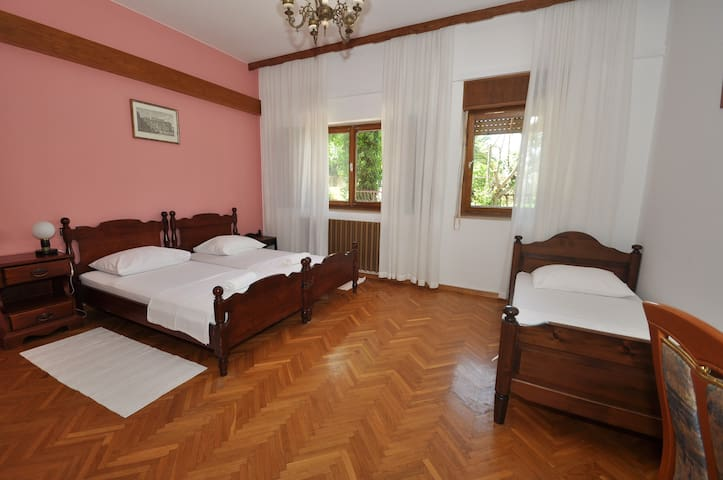 Stone House Triple room  - Podstrana - Bed & Breakfast