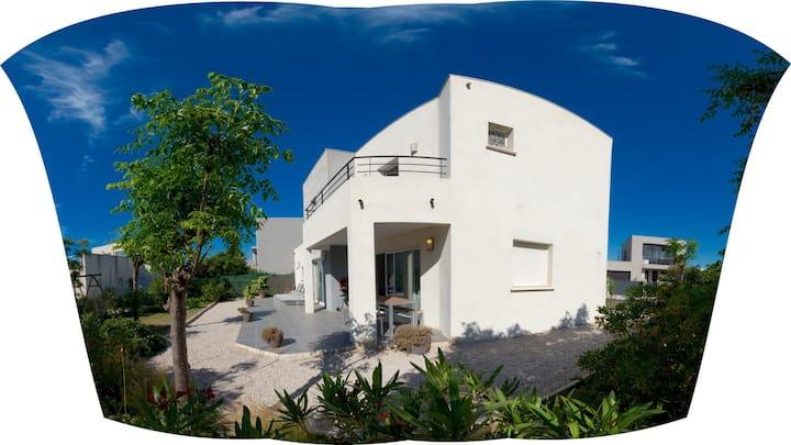 Villa St louis   50 m de la mer +6 velos +Piscine