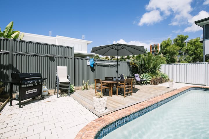 Family Getaway + Pool, NBN, Beach and Shops