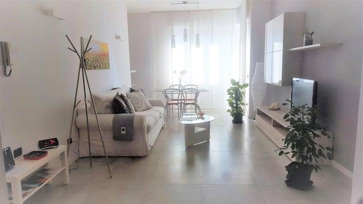 Ampio & attrezzato appartamento in zona Tortona