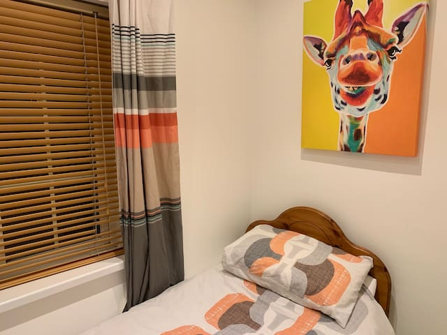 Budget6-PrivateRoom-UCC-Apple-CityCentre-Hollyhill