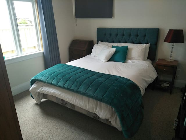 Comfy room in a great location with breakfast