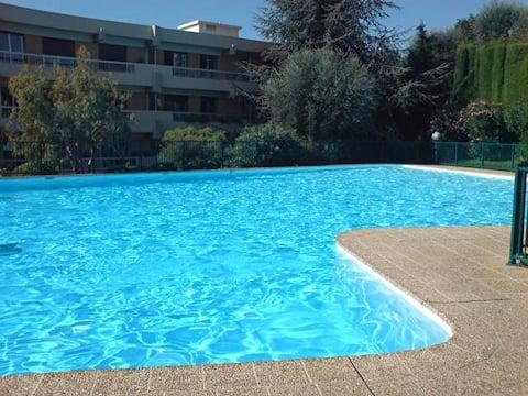 Studio dans belle résidence avec piscine et tennis