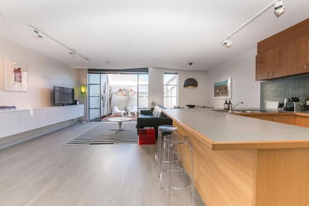 Newly decorated central townhouse - free WIFI - Townhouse