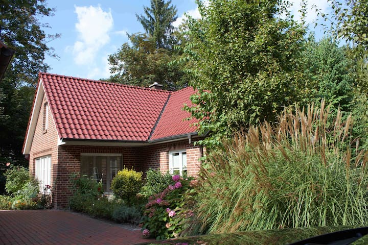 Beautiful Cottage in Bad Zwischenahn / Dreibergen - Bad Zwischenahn - Huis