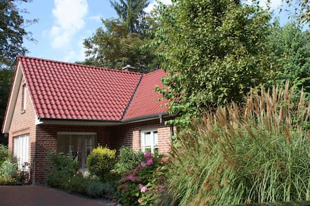 Beautiful Cottage in Bad Zwischenahn / Dreibergen - Bad Zwischenahn - Hus