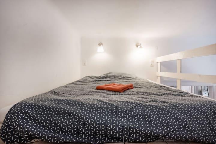 Double mattress on the mezzanine above the kitchen.