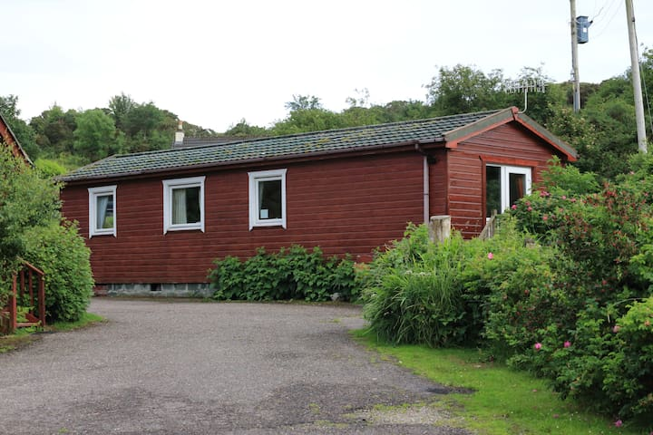 Cosy Lodge, Sleeps 4- close to Arisaig & the Beach - Arisaig