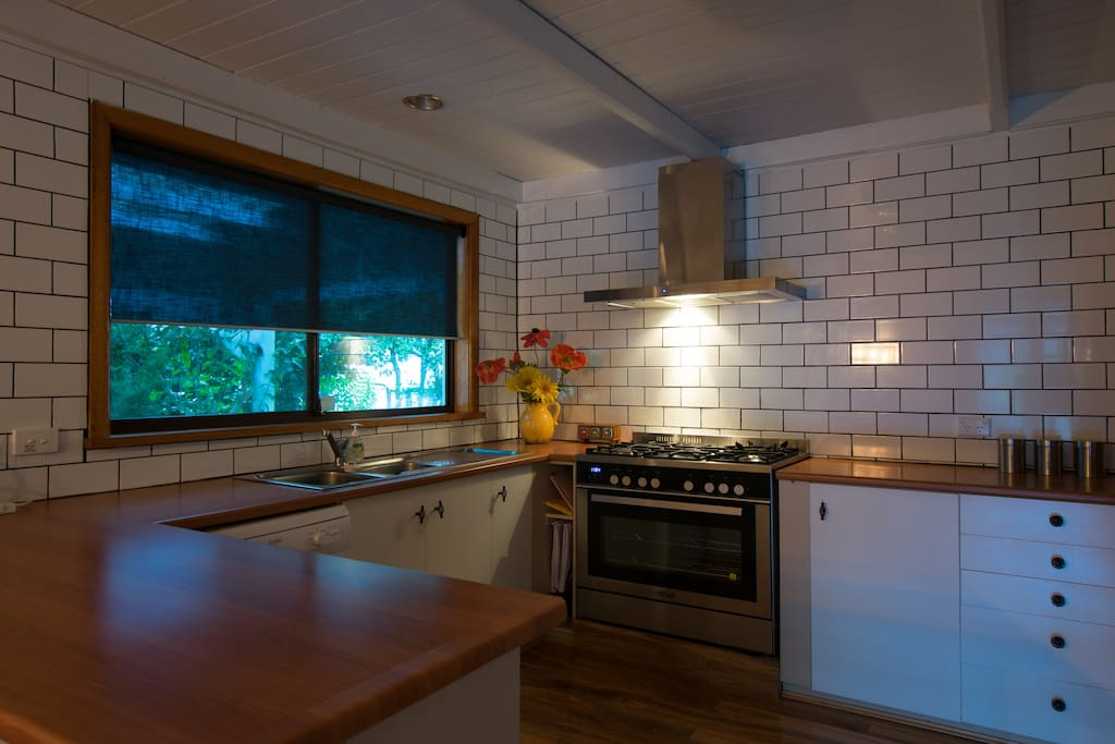 Fully equipped kitchen with double French-Door fridge and large oven/stove stop.