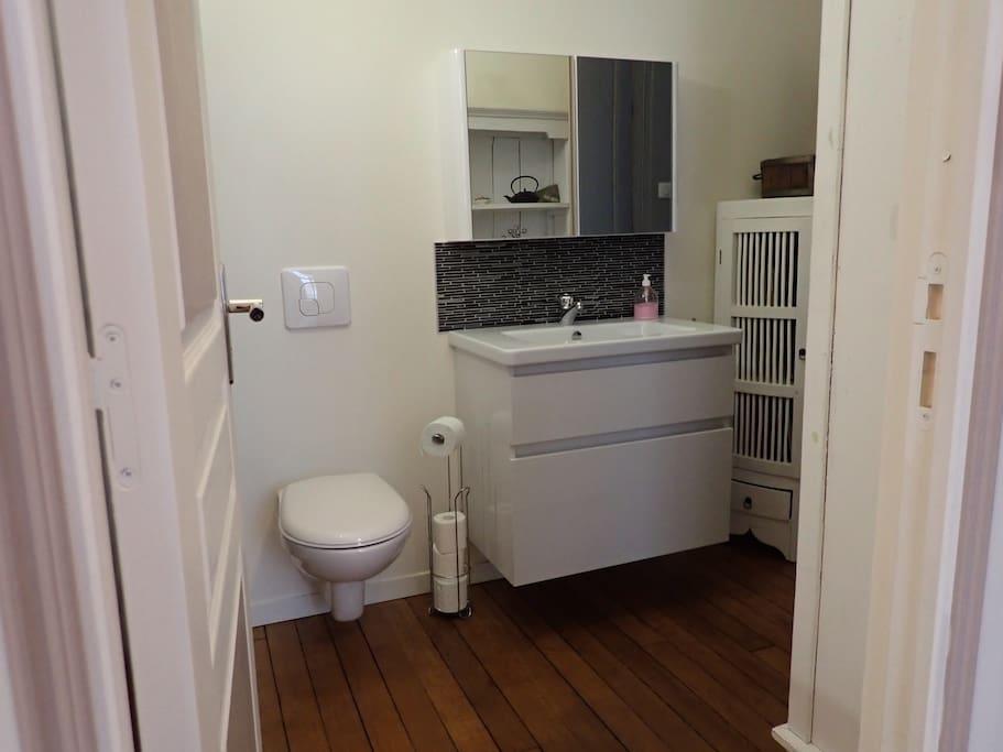 cabinet de toilette attenant la chambre parentale