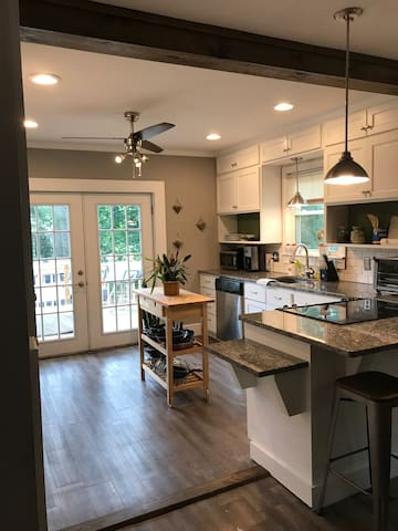 Cozy 2BD minutes from DwTn and Hwy