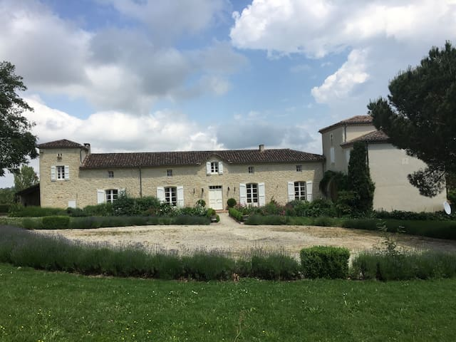 Gite With Pool & Superb Views Over Countryside - Condom - Casa