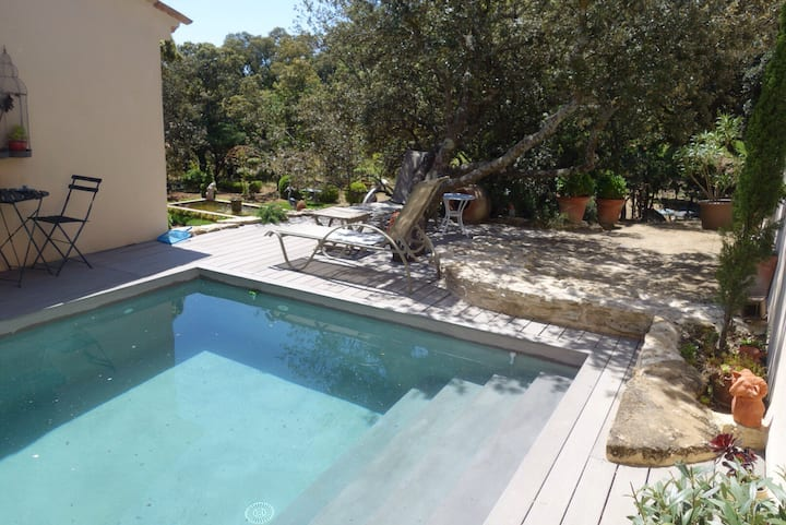 Charmante maison climatisée avec piscine à Grignan