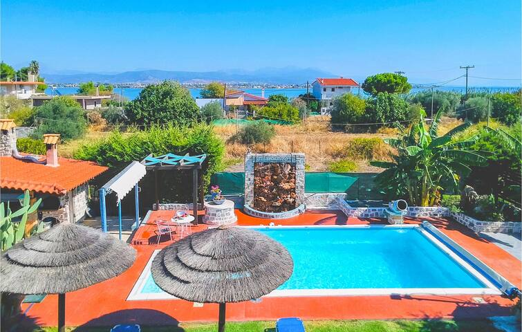 Holiday cottage with 7 bedrooms on 350m² in Faros Avlida Evia