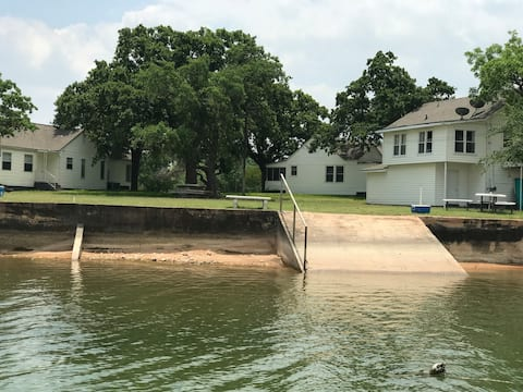 Lake View Villas at Buchanan Dam - Farmhouse Villa