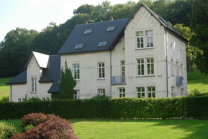 House adjoining mansion for a pleasant stay in the region of Chimay