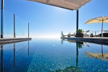 Luxury villa with 3 bedrooms, incredible views,private pool