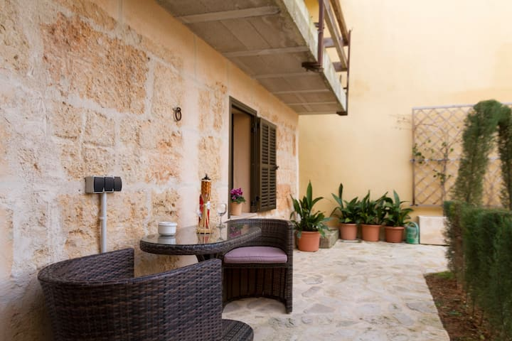 Traditional Mallorcan House - 8 Min. to the beach - Santa Margalida - Hus