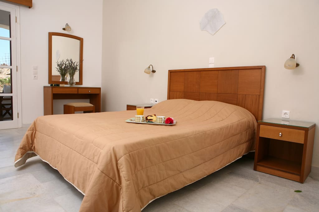 naxos chat rooms Studios margo is located at a quiet area of naxos town, just 500 meters from the port of the island and combines the relaxing atmosphere, the calmness and the easy access to the town centre in a unique way.