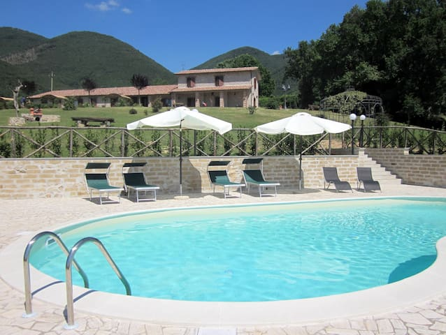 Cozy Apartments near Rome with pool - Casperia - Apartemen
