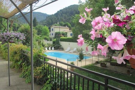 """Gîte """"Châtaigne"""" en  Cévennes avec piscine commune - L'Estréchure - Flat"""