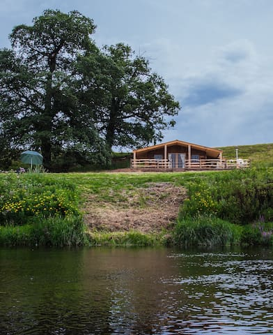 STUNNING SECLUDED FISHING HUT ON THE RIVER WYE