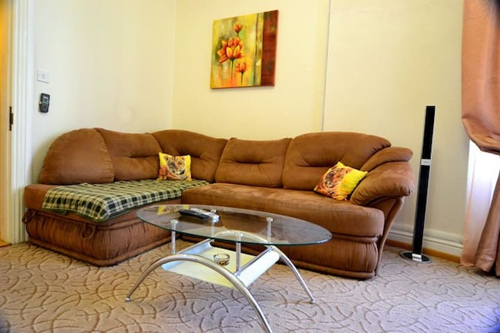 Lovely Spacious 2 Bedroom ID 818 - Kiew