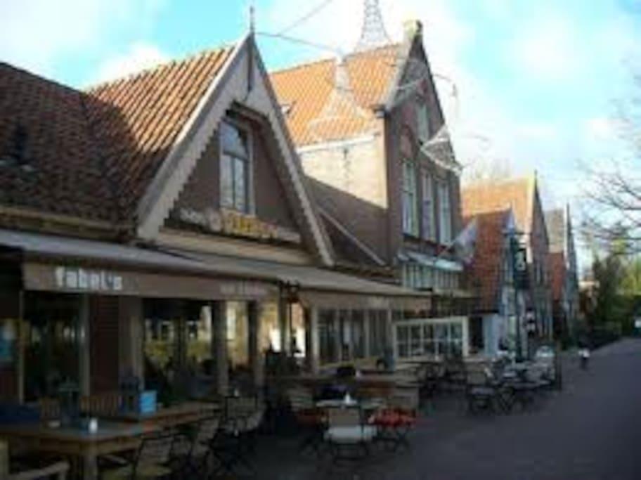 5 minutes away:Fabels restaurant cafe..Hotspot