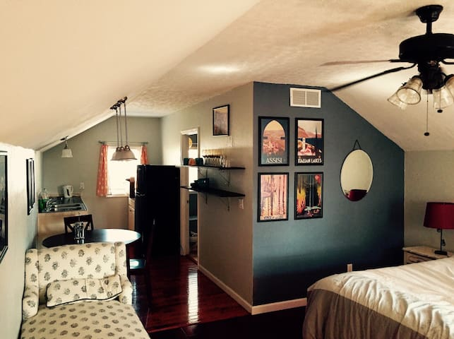 Lovely studio apartment in historic Knoxville - Knoxville - Casa