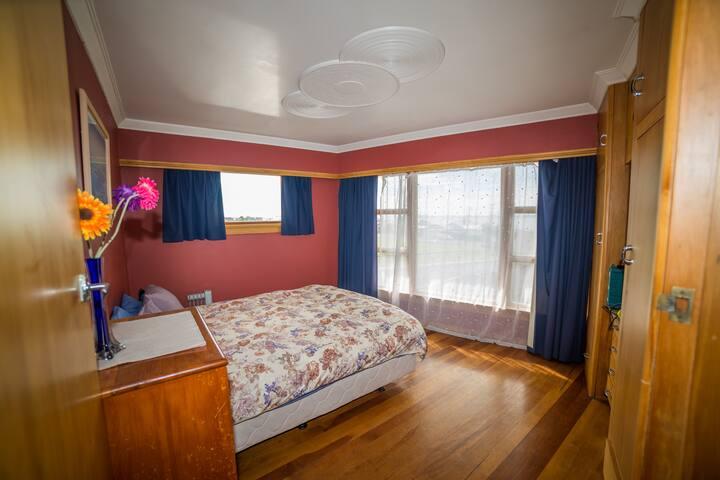 Beachcombers Queen Room with view