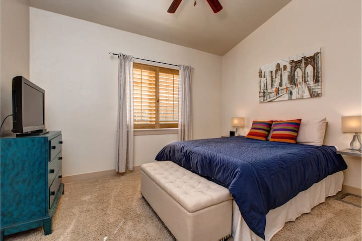 """Guest Bedroom - Queen-sized bed, 32"""" LCD TV, ceiling fan, shared bathroom"""