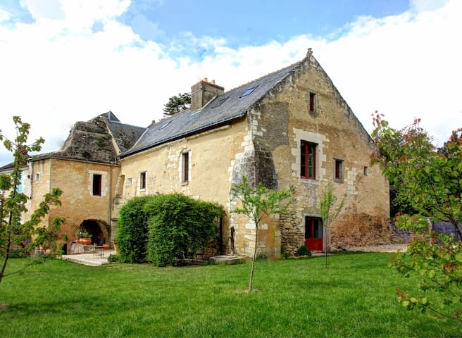 Golden Presbitary XII century - Villeloin-Coulangé - Casa
