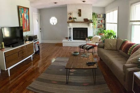Cozy 1930s Oasis, 1 mile from downtown