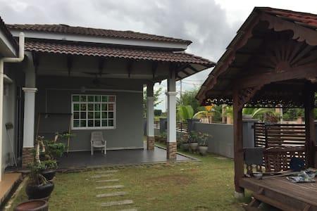 H Homestay Bandar Baharu (10 minit to USM)