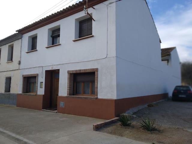 Casa en el centro de los Monegros
