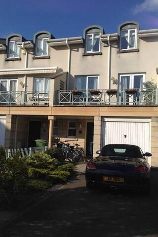 5 bedroomed town house - Cheltenham - House