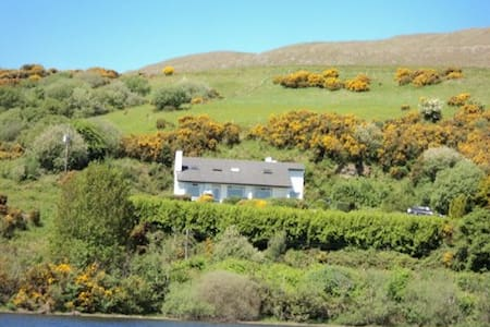 Panoramic lake view Cottage - Clonbur - Hus