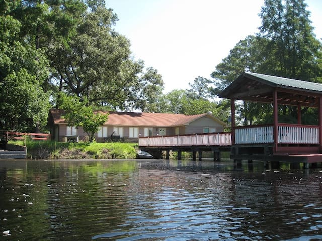 Vacation Pond House Retreat/Wedding - Statesboro - Huis